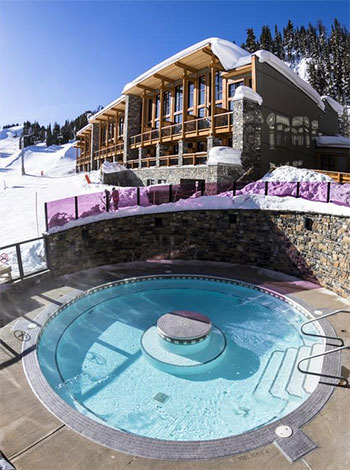 outdoor pool at sunshine mountain lodge